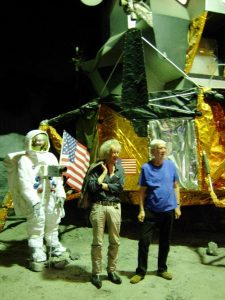 Dick Matena en Martin Lodewijk voor de maanlander